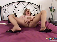 Adult old bag pisses in her edging and makes a mess