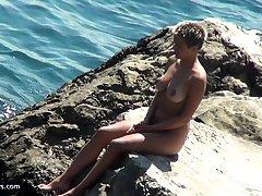 Blonde girl next going in masturbate outdoor