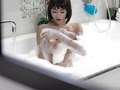 After dildo pleasing Janice Griffith wants to feel friend's caf�