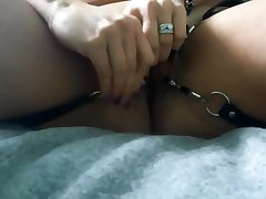 whore become man has pussy spread wide; attempts fisting -and cums with vib.