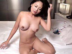 Hot Japanese old lady cum big boobs clamber up milf creampie In the buff